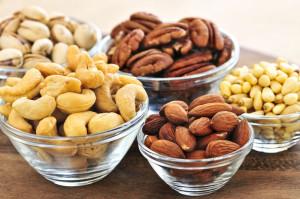 Орехи разные в чашечках